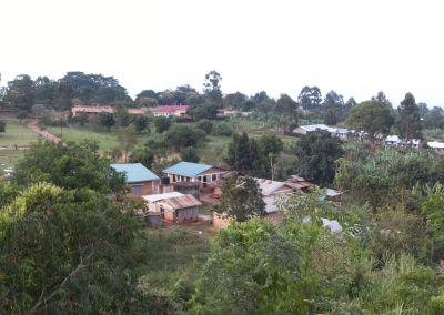 Das Hostel:  (v.l.: Schlafsäle, Sanitäre Einrichtungen, Wassertank, Speisesaal, Küche, Hühnerstall)
